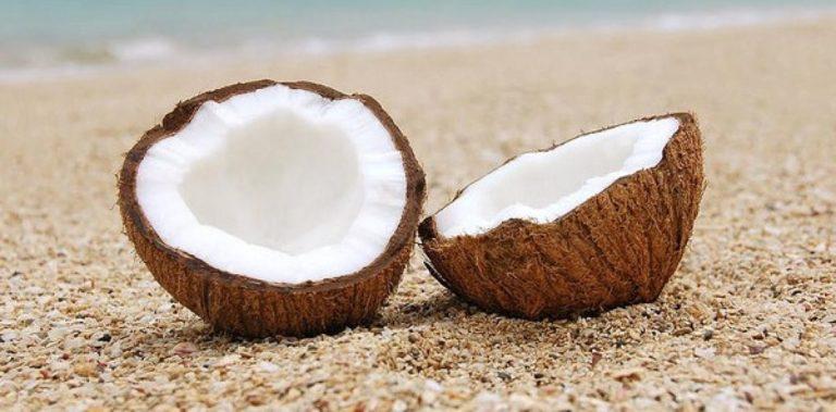 Le saviez vous? L'huile de coco vierge est un excellent dentifrice naturel pour brosser les dents de bébé.